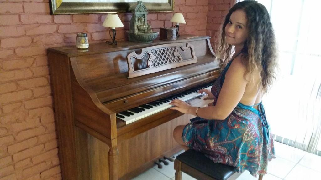 girl pianist