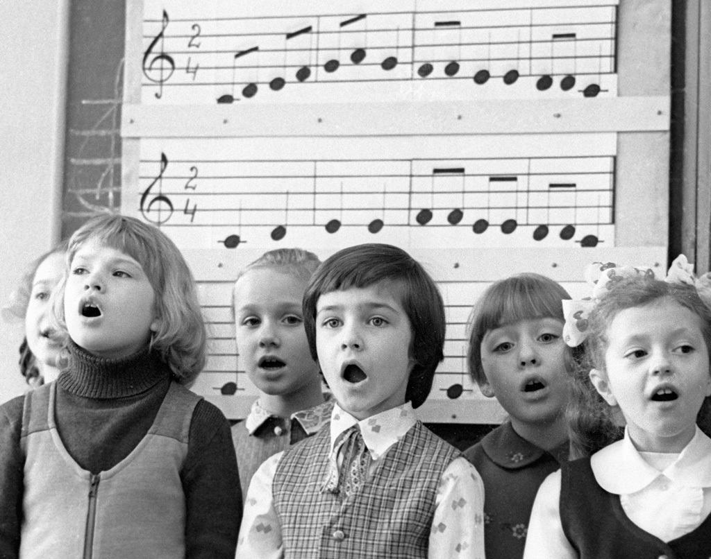 youngsters singing