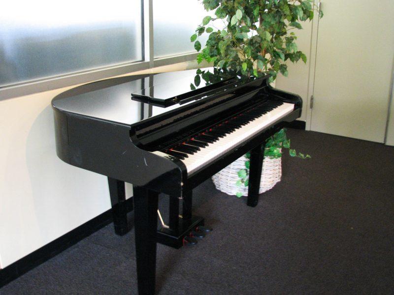 baby grand piano