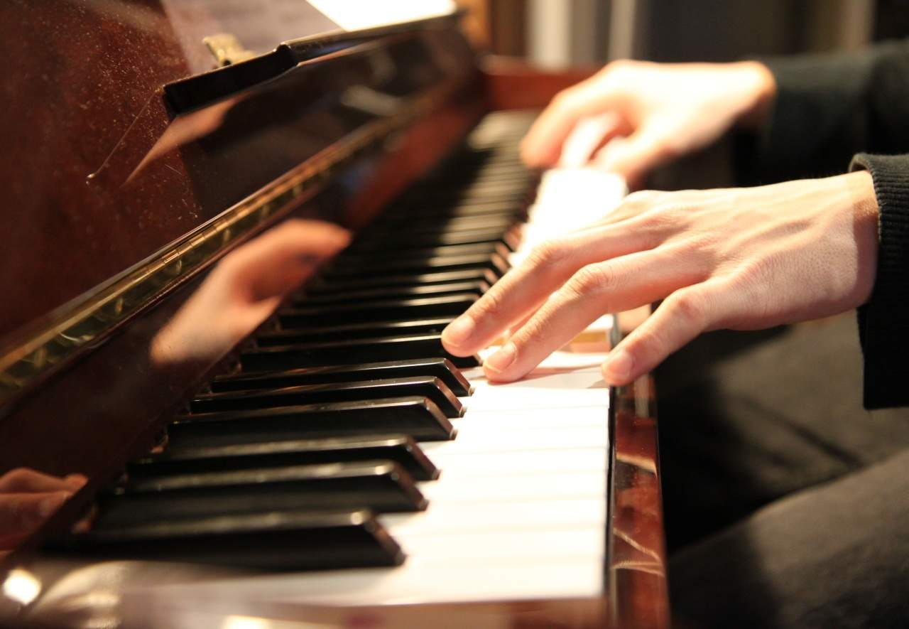 The Secret Of Success With The Piano? This Guide On Hand Placement ...
