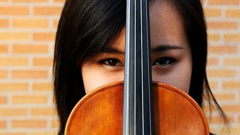 violin pose