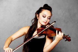 lady playing the violin