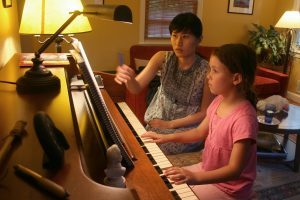 ongioung piano lesson for a child