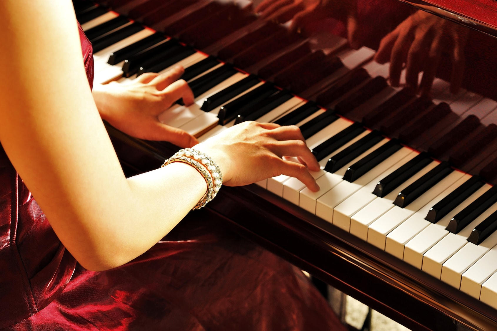 15 Easy Pop Songs to Play on Piano
