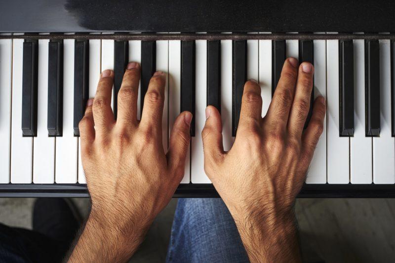 Piiano Hand Position