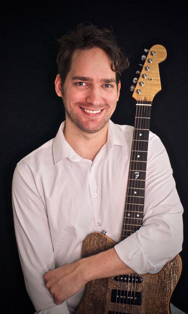 Nathan Mantle - Guitar Teacher