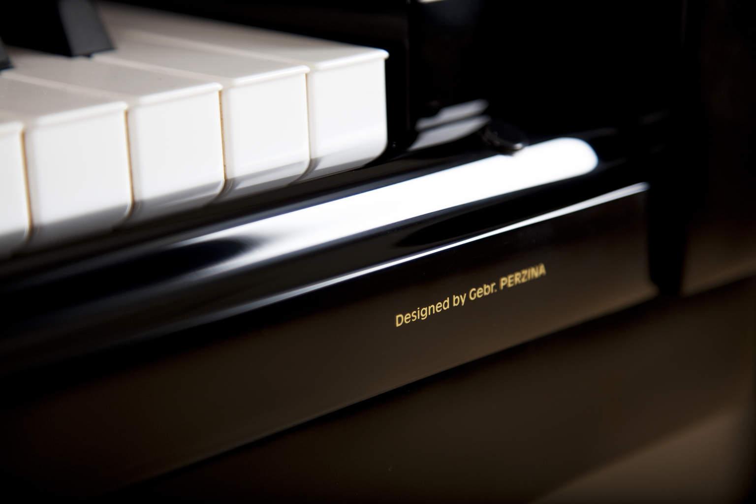 Used Gebr. Perzina 122 Upright Piano