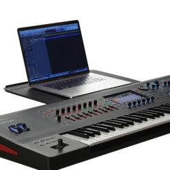 Roland Fantom 8 w Laptop